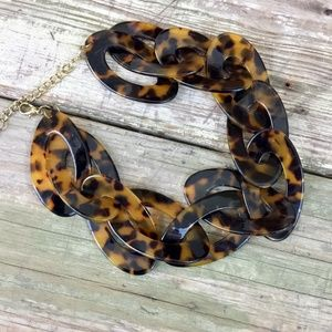 Jewelry - Chunky faux tortoise twist link acrylic necklace